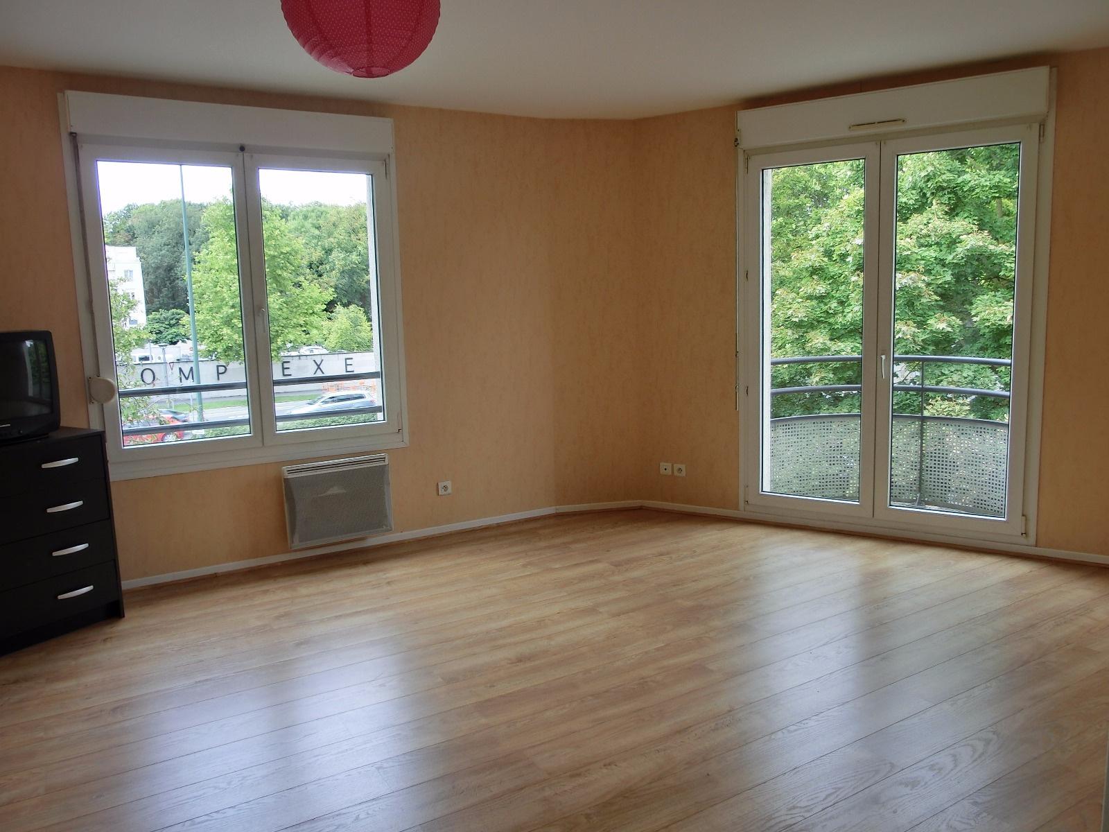 vente exclusivit reims appartement type 3 avec 2 balcons. Black Bedroom Furniture Sets. Home Design Ideas